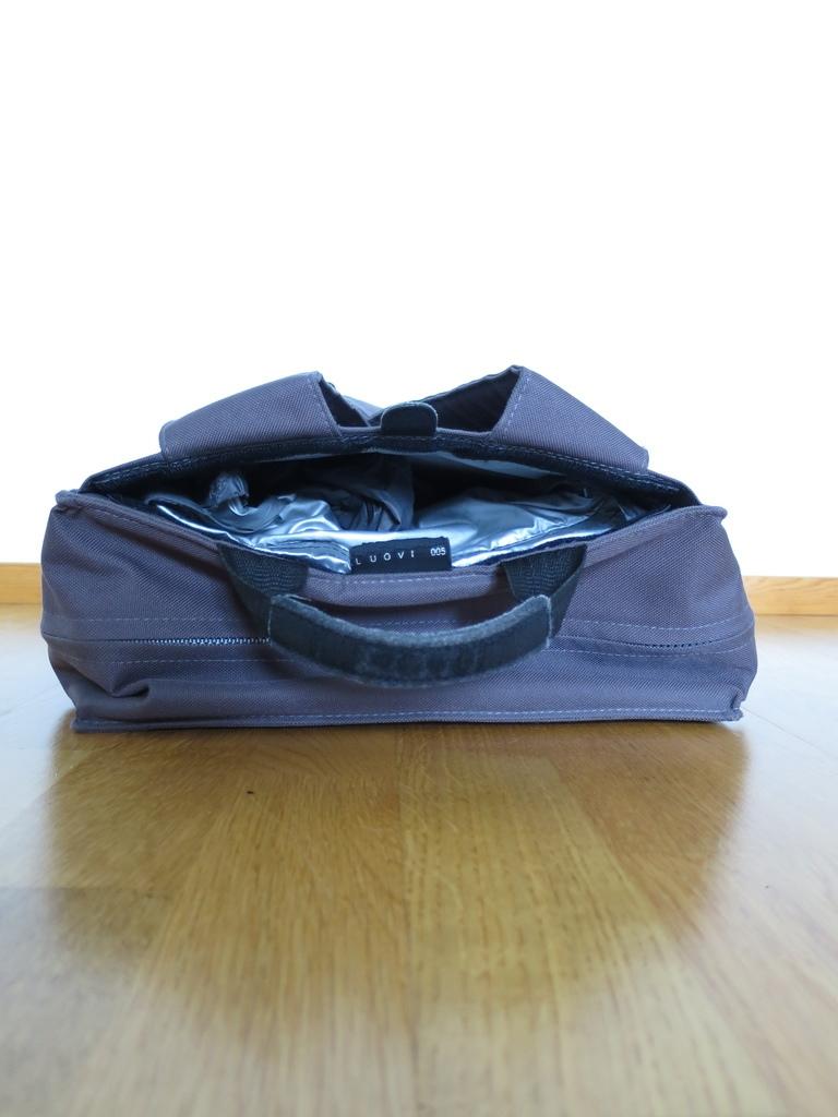 Luovi 005: Raincoat compartment